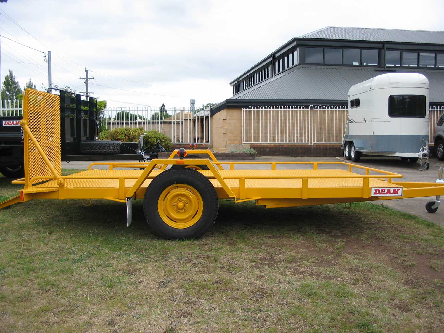 No. 17HD Heavy Duty Single Axle Tilt Bed Plant Transport Trailer