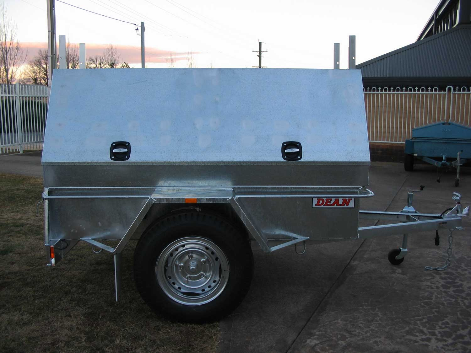 No.28S Hi-top Tradesman Trailer